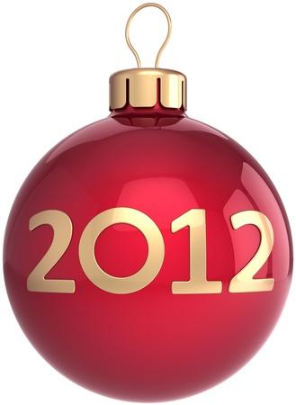 Boule de Noël Nouvelle Année 2012 babiole de décoration rouge brillant de couleur dorée avec la date. Merry Xmas notion heureux symbole de la joie. L'élément de conception avent calendrier. Détail rendu 3D. Isolé sur fond blanc Banque d'images - 10563997