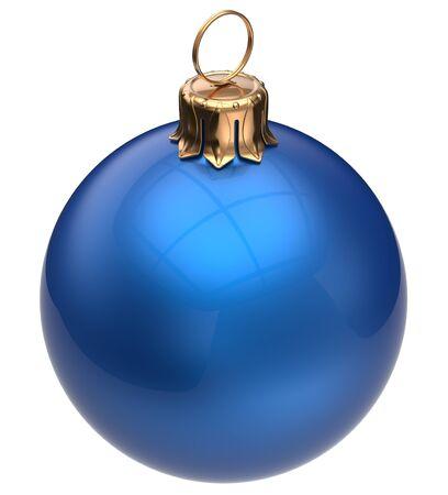 pelota: Bola de Navidad azul de Nochevieja chucher�a invierno decoraci�n esfera brillante colgando cl�sico adorno. Invierno tradicional Buenas fiestas Feliz Navidad redondo s�mbolo en blanco. 3d render aislado
