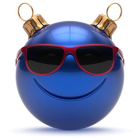 persona feliz: Eva chuchería emoticon de la historieta linda decoración azul bola cara sonriente feliz Navidad de Año Nuevo. Feliz Navidad juguetes alegre vidrios divertidos sonrisa carácter de persona se ríe concepto adorno alegre. 3d