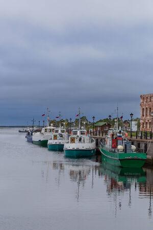 kojen: Blagopoluchiya Hafen mit Stein Pier und Liegepl�tze