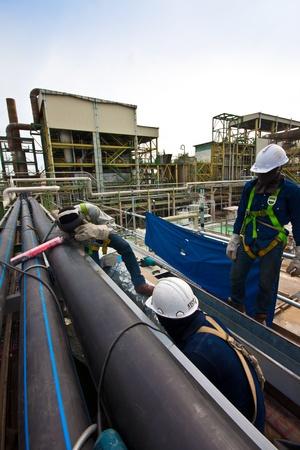 oilfield: soldadura de tuber�as y la seguridad en planta petroqu�mica Editorial
