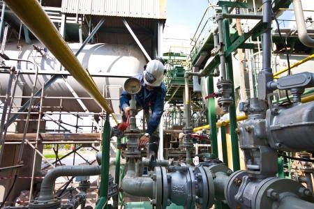 fabrikarbeiter: worker sind aus strainer geschlossen Flang