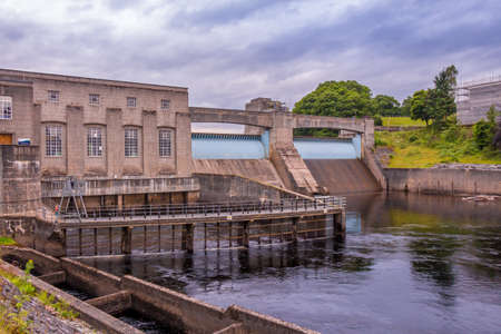 Pitlochry Dam, hydro electric power station and salmon ladder at twilight, Pitlochry, Perthshire, Scotland Archivio Fotografico