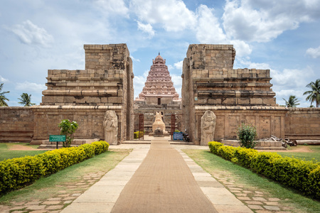 god's cow: Ancient Hindu temple, Tamil Nadu, India
