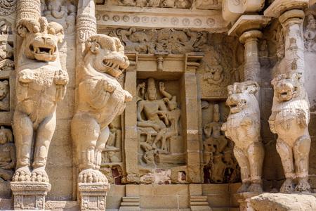 tamil nadu: Lion statue pillars in Hindu temple, Kanchipuram, Tamil Nadu, India, Asia
