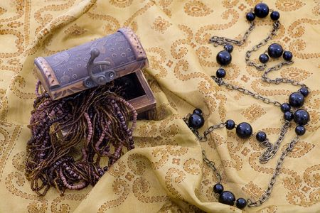 perl: Overflowing Treasure Chest - jewellery and black perl Stock Photo