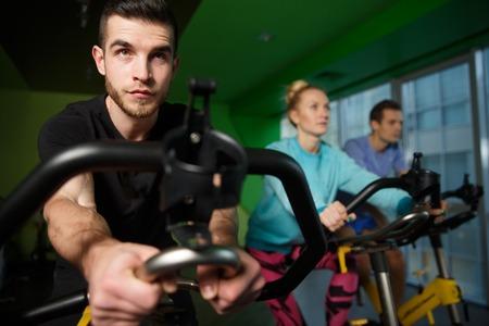 Les jeunes ont pratiqué sur des simulateurs dans la salle de sport