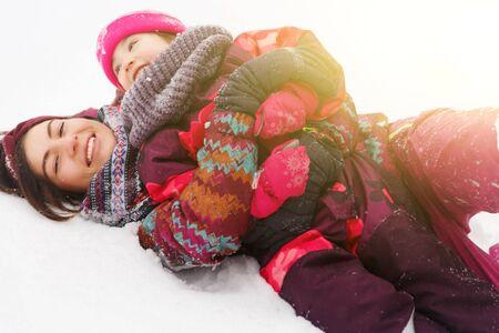 Femme heureuse, fille sur la neige Banque d'images