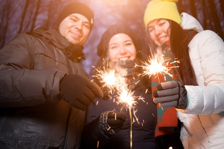 Friends outdoors greeted New Year Reklamní fotografie