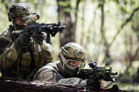 군사 작전에 두 저격수