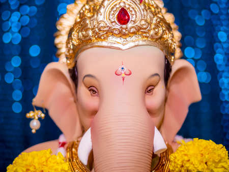 Closed up of Lord Ganesha with blue Bokeh background Banque d'images