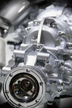 alternateur: Gros plan de la transmission du nouveau moteur  Banque d'images