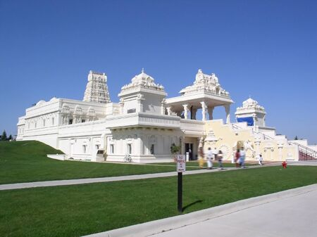 figuring: magnificiant aurora hindhu god venkateswara temple in chicago