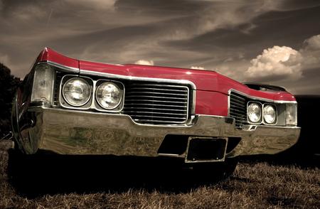 Rode Amerikaanse muscle car met sepia kleur Redactioneel