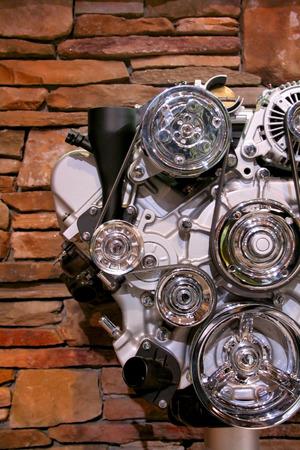 Auto motor weergave met stenen muur achtergrond