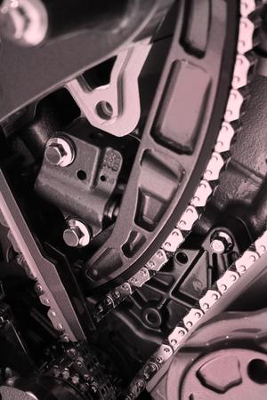 alternateur: la fin a vers le haut tir� du moteur montrant des ceintures et des cha�nes