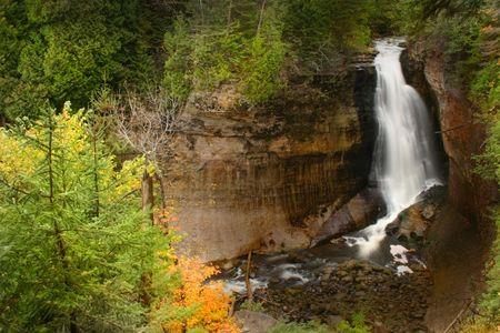mineros: Mineros esc�nico se cae en la foto rocas nacional lago Foto de archivo