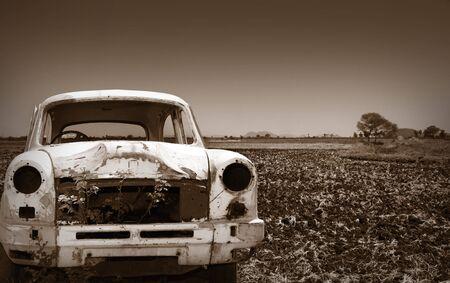 abandoned car: Coches abandonados