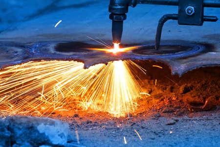 heavy industry: Gas cutting