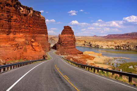 lake powell: Scenic desert drive