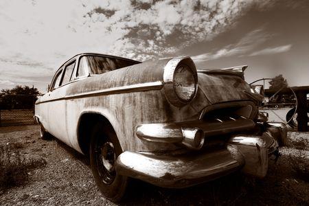 古い捨てられた古典的な車 写真素材