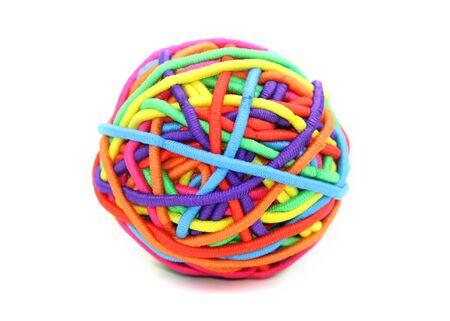 Kleurrijke bal samengesteld uit meisje rubber bands