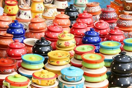 ollas de barro: Por colorido partes Foto de archivo