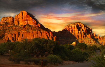 arizona sunset: Red rock mountains of Sedona Stock Photo