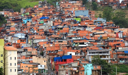 Favela near the city of Sao Paulo 版權商用圖片 - 24297744