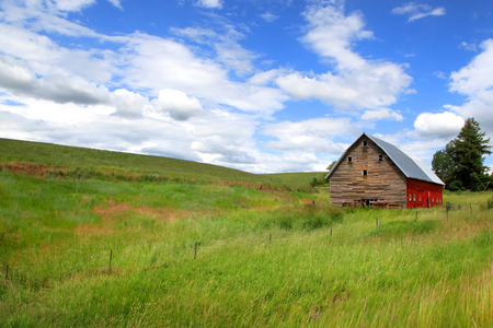 hiils: Old barn in the Prairie landscape of Idaho Stock Photo