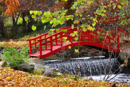 ponte giapponese: Red color bridge