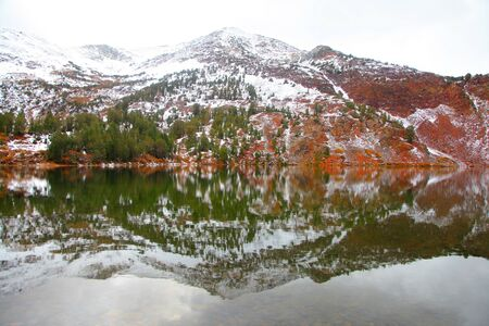 sierra nevada mountains: Mountain lake in Sierra Nevada mountains in early winter time