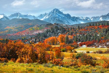 秋の時間のコロラド州の Sneffles ピーク 写真素材