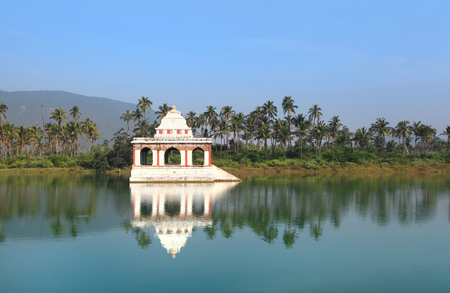 Small hindu temple in Koneru lake near Visakhapatnam city in India Imagens