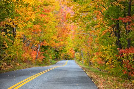 drive through: Scenic drive through New England country side