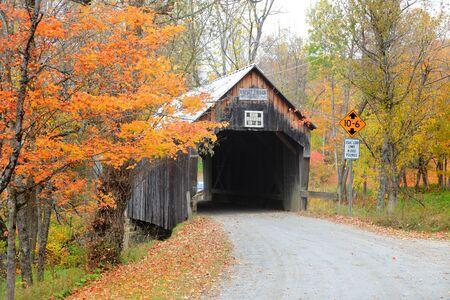 Storico ponte coperto nel rurale Vermont