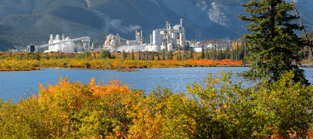 Factory from Bow valley trail in Banff national park Imagens