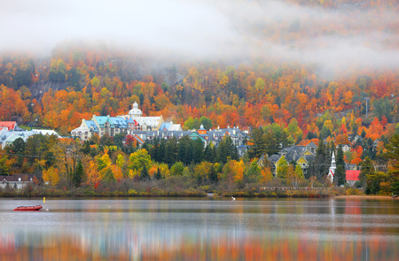 Mont Tremblant village in autumn time 免版税图像