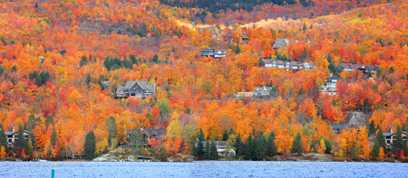 Panoramic view of Mont Tremblant village in Quebec 免版税图像