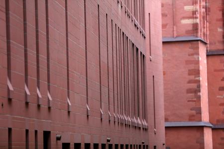 Mauern bauen mit roten Ziegeln Standard-Bild