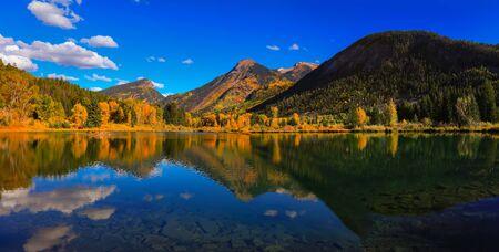 Panoramisch uitzicht op Beaver Lake in de buurt van Marble Colorado