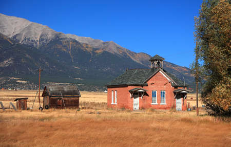 Old church in the middle of prairie landscape in Colorado 版權商用圖片