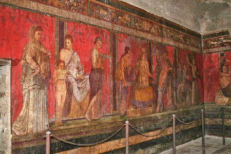Foto einer Wandmalerei in der Villa der Mysterien zeigen, dass eine Frau als inducted in die dionysischen Kult oder vielleicht Vorbereitung für die Ehe. Dies ist einer von Pompeji's luxuriösesten, mit besonders aufwendigen Wand paintings.The Villa ist ein Pompeji mus
