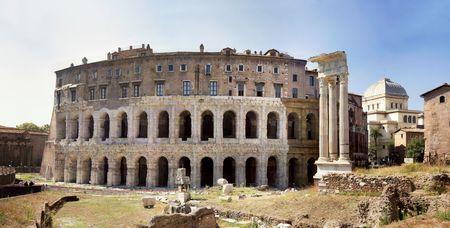 teatro antico: L'antico Teatro di Marcello (13 aC) di Roma � stato iniziato da Giulio Cesare, ma terminato da Augusto, il primo imperatore di Roma e si basa su sul piano del teatro greco.