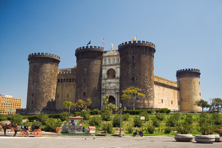 ch�teau m�di�val: Castel Nuovo (New Castle), �galement appel� Maschio Angioino, ch�teau m�di�val � Naples, Italie  Banque d'images