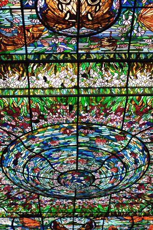 riviera maya: Stained-glass window que decora el techo abovedado en el Plaza de vidrio vitrales. Xcaret, Riviera Maya, M�xico