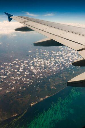 riviera maya: Vista de la Riviera Maya, M�xico y el mar Caribe desde un avi�n  Foto de archivo