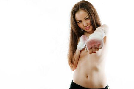 seminude: La ragazza seminuda asiatica il combattente, i costi in un rack con pugni la ferita bendaggio