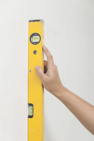 Use of the measuring tool for level installation