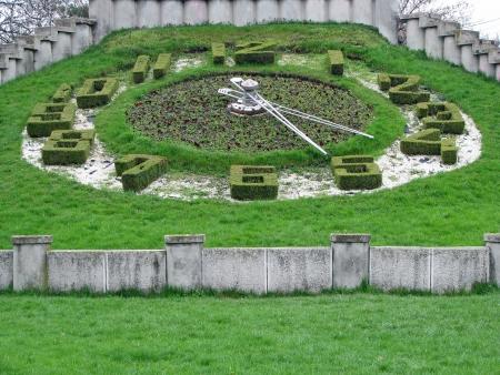 Clock of grass